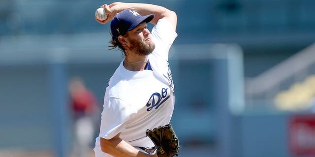 LOS ANGELES, CA - SEPTEMBER 24: Clayton Kershaw #22 of the Los Angeles Dodgers throws a pitch against the Arizona Diamondbacks at Dodger Stadium on September 24, 2015 in Los Angeles, California. (Photo by Stephen Dunn/Getty Images)