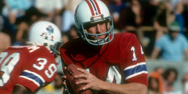TAMPA BAY, FL - DECEMBER 12: Quarterback Steve Grogan #14 of the New England Patriots drops back to pass against the Tampa Bay Buccaneers during an NFL football game at Tampa Stadium December 12, 1976 in Tampa Bay, Florida. Grogan played for the Patriots from 1975-90. (Photo by Focus on Sport/Getty Images)