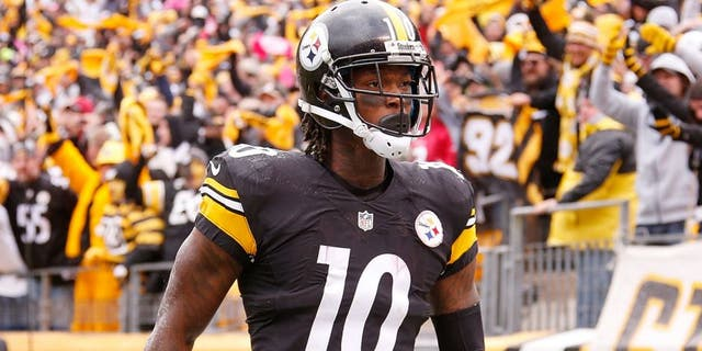 PITTSBURGH, PA - OCTOBER 18: Martavis Bryant #10 of the Pittsburgh Steelers celebrates an 8-yard touchdown pass from Landry Jones #3 of the Pittsburgh Steelers in the 3rd quarter of the game against the Arizona Cardinals at Heinz Field on October 18, 2015 in Pittsburgh, Pennsylvania. (Photo by Gregory Shamus/Getty Images)