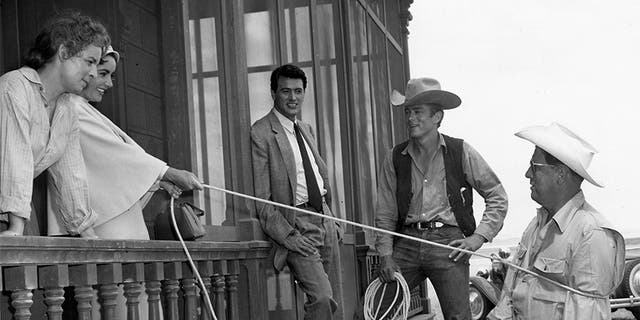 Elizabeth Taylor ropes George Stevens while Mercedes McCambridge, Rock Hudson, and James Dean look on approvingly.