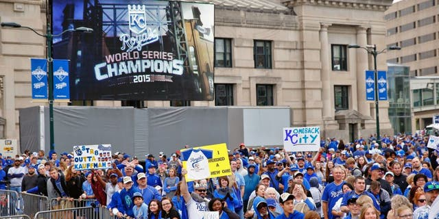 KANSAS CITY, MO - NOVEMBER 03: Fans cheer during a parade and celebration in honor of the Kansas City Royals' World Series win on November 3, 2015 in Kansas City, Missouri. (Photo by Jamie Squire/Getty Images)
