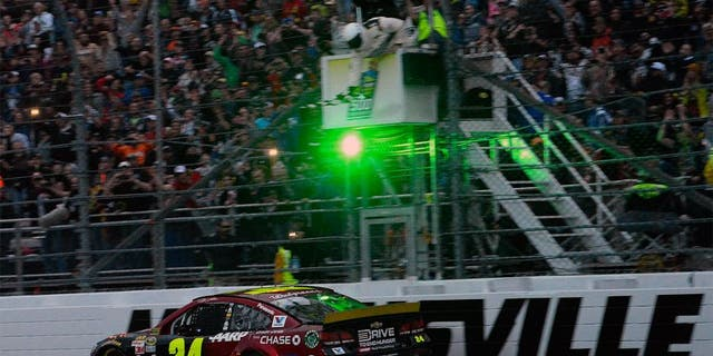 MARTINSVILLE, VA - NOVEMBER 01: Jeff Gordon, driver of the #24 AARP Member Advantages Chevrolet, crosses the finish line to win the NASCAR Sprint Cup Series Goody's Headache Relief Shot 500 at Martinsville Speedway on November 1, 2015 in Martinsville, Virginia. (Photo by Robert Laberge/Getty Images)