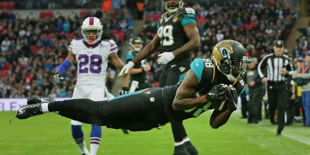 Jacksonville Jaguars wide receiver Allen Hurns (88) catches the ball for a touchdown during the NFL game between Buffalo Bills and Jacksonville Jaguars at Wembley Stadium in London, Sunday, Oct. 25, 2015. (AP Photo/Tim Ireland)
