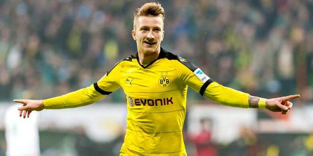 BREMEN, GERMANY - OCTOBER 31: Marco Reus of Borussia Dortmund celebrates scoring the goal to make it 1:3 during the Bundesliga match between Werder Bremen and Borussia Dortmund at Weserstadion on October 31, 2015 in Bremen, Germany. (Photo by Alexandre Simoes/Borussia Dortmund/Getty Images)