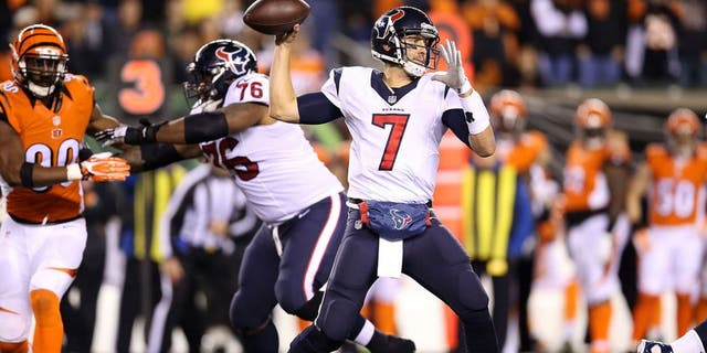 CINCINNATI, OH - NOVEMBER 16: Brian Hoyer #7 of the Houston Texans throws a pass during the second quarter of the game against the Cincinnati Bengals at Paul Brown Stadium on November 16, 2015 in Cincinnati, Ohio. (Photo by Andy Lyons/Getty Images)