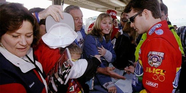 8 Feb 1998: Jeff Gordon signs autographs for fans during the Nascar Daytona 500 at the Daytona International Speedway in Daytona Beach, Florida. Mandatory Credit: David Taylor /Allsport
