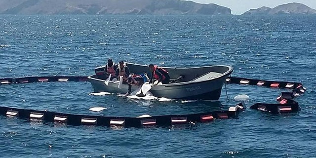 Image provided by the Mexican Secretariat of the Navy (Semar) available Septiembre 5, 2016 of a work of Mexican authorities recovered 20 liters of diesel from the sea after a boat rescue. EFE