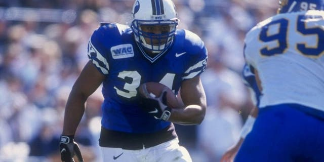 24 Oct 1998: Kalani Sitake #34 of the Bringham Young University Cougars runs with the ball during the game against the San Jose State Spartans at Cougar Stadium in Provo, Utah. BYU defeated San Jose 46-43. Mandatory Credit: Todd Warshaw /Allsport