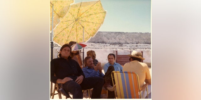 """Johnny Cash, Kirk Douglas and Saul Holiff on the set of the 1971 film """"A Gunfight""""."""