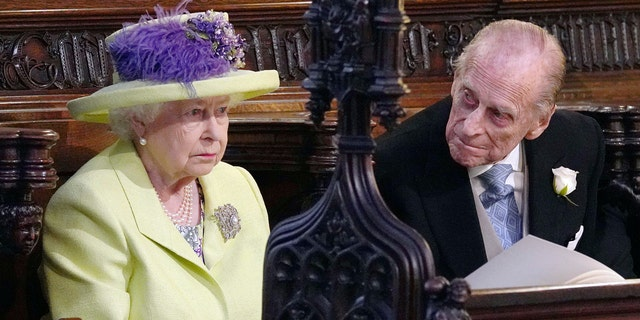 Queen Elizabeth II's outfit was compared to a margarita can.