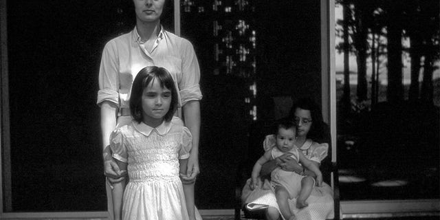 Carolyn Scott Reybold and her daughters in 1960.