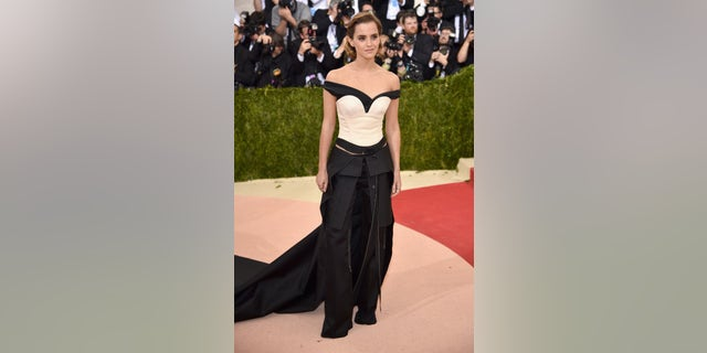 """NEW YORK, NY - MAY 02: Emma Watson attends the """"Manus x Machina: Fashion In An Age Of Technology"""" Costume Institute Gala at Metropolitan Museum of Art on May 2, 2016 in New York City. (Photo by Dimitrios Kambouris/Getty Images)"""