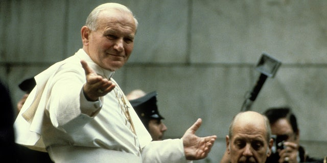 NEW YORK, NY - CIRCA 1979: Pope John Paul II visits New York City circa 1979 in New York City. (Photo by Allan Tannenbaum/IMAGES/Getty Images)