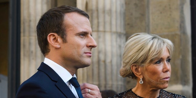 France's President Emmanuel Macron, left, and his wife Brigitte Macron awaiting Colombia's President Juan Manuel Santos and his wife Maria Clemencia Rodriguez for a dinner at the Elysee Palace in Paris, France, Wednesday, June 21, 2017. Nobel Peace Prize winner and Colombian President Juan Manuel Santos starts a three-day visit to Paris for talks on cooperation. (Christophe Petit Tesson/Pool Photo via AP)