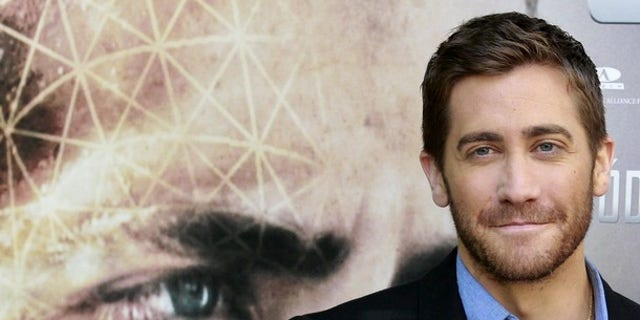 """Cast member Jake Gyllenhaal poses at the presentation of the film """"Source Code"""" in Madrid April 5, 2011. REUTERS/Andrea Comas (SPAIN - Tags: ENTERTAINMENT)"""