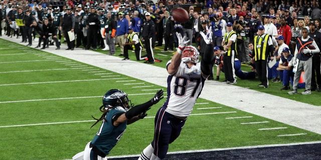 Feb 4, 2018; Minneapolis, MN, USA; New England Patriots tight end Rob Gronkowski (87) scores a touchdown over Philadelphia Eagles cornerback Ronald Darby (41) during the fourth quarter in Super Bowl LII at U.S. Bank Stadium.