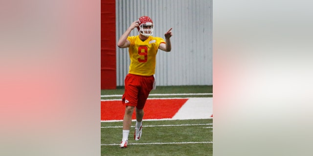 Kansas City Chiefs quarterback Tyler Bray (9) points to another player during NFL football rookie minicamp at the team's practice facility in Kansas City, Mo., Friday, May 10, 2013. (AP Photo/Orlin Wagner)