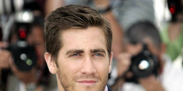 "American actor Jake Gyllenhaal poses during a photo call for the film ""Zodiac,"" at the 60th International film festival in Cannes, southern France, on Thursday, May 17, 2007. (AP Photo/Francois Mori)"