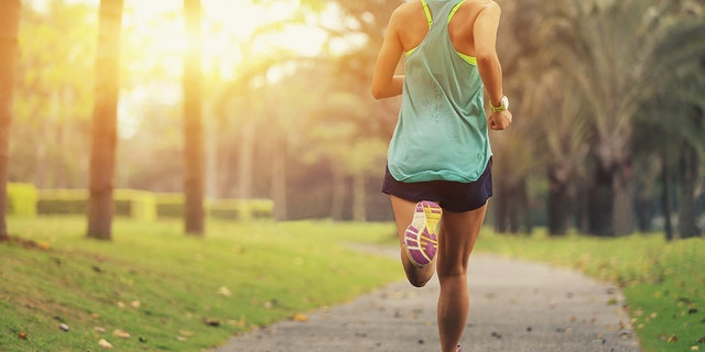 """A self-proclaimed """"vegan runner"""" in California received backlashon Saturday after boldly asking neighbors to close their windows when cooking meat because the smells were 'overpowering and offensive.'<br data-cke-eol=""""1"""">"""