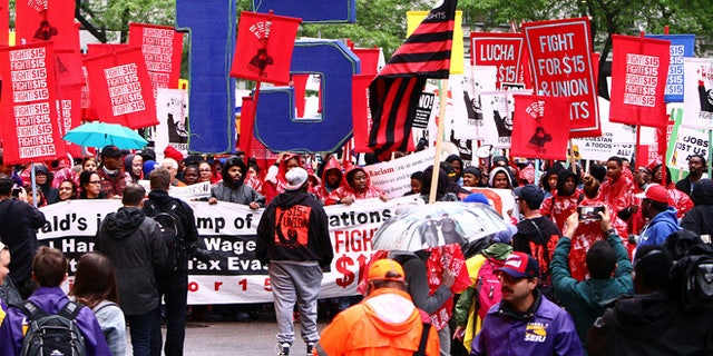 """Cooks, cashiers and other minimum wage earners join anti-Trump activists on a march for an increase in the minimum wage during a """"March on McDonald's"""" in Chicago, Illinois, U.S., May 23, 2017. REUTERS/Frank Polich - RTX37B1T"""