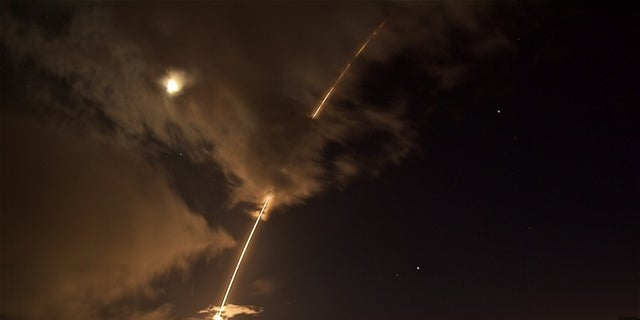 The U.S. Missile Defense Agency said Wednesday that it successfully shot down a medium-range ballistic missile of the coast of Hawaii.