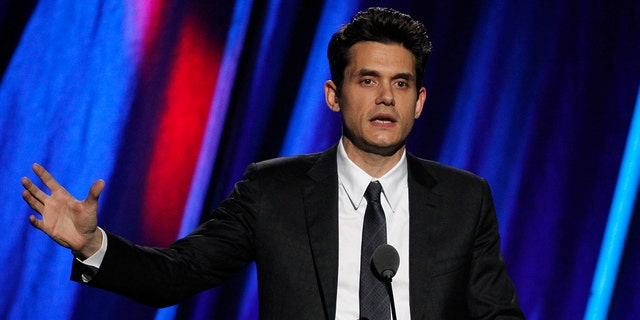 Singer John Mayer inducts Stevie Ray Vaughn and Double Trouble during the 2015 Rock and Roll Hall of Fame Induction Ceremony in Cleveland, Ohio April 18, 2015. REUTERS/Aaron Josefczyk - RTR4XVZ8