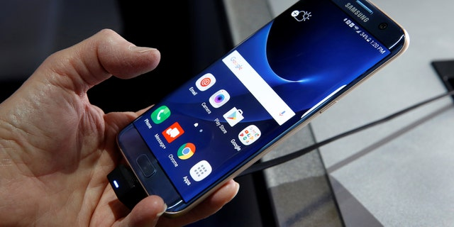 File Photo: A Samsung S7 Edge Blue Coral smartphone is displayed during the 2017 CES in Las Vegas, Nevada January 5, 2017. (REUTERS/Steve Marcus)