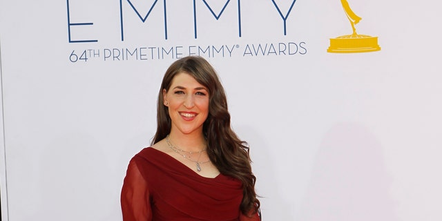 """Actress Mayim Bialik, from the television program """"Big Bang Theory,"""" arrives at the 64th Primetime Emmy Awards in Los Angeles, September 23, 2012.   REUTERS/Mario Anzuoni (UNITED STATES  - Tags: ENTERTAINMENT)  (EMMYS-ARRIVALS) - RTR38C1K"""