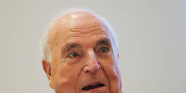 """FILE - In this Nov. 3, 2014 file photo former German Chancellor Helmut Kohl talks as he presents his new book """"Out of Concern for Europe"""" in Frankfurt, Germany.  (AP Photo/Michael Probst)"""