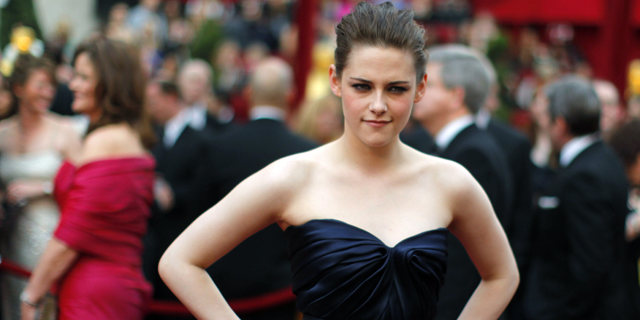 Actress Kristen Stewart arrives at the 82nd Academy Awards in Hollywood, March 7, 2010. (Reuters)
