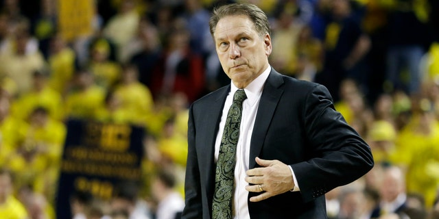 Michigan State head coach Tom Izzo looks towards the scoreboard in the closing seconds during the second half of an NCAA college basketball game, Sunday, Feb. 23, 2014, in Ann Arbor, Mich.. Michigan defeated Michigan State 79-70. (AP Photo/Carlos Osorio)