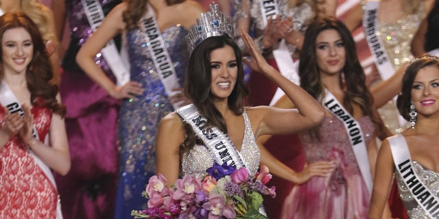 Miss Colombia Paulina Vega is crowned Miss Universe 2014.