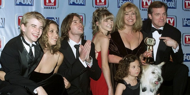 """Cast members of the drama series """"7th Heaven"""" pose with the TV Guide Award. Shown (L-R) are David Gallagher, Jessica Biel, Barry Watson, Beverly Mitchell, Mackenzie Rosman (seated with dog Happy ), Catherine Hicks and Stephen Collins."""