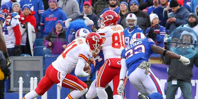 Kansas City Chiefs quarterback Alex Smith (11) runs for a touchdown against the Buffalo Bills during the second half of an NFL football game, Sunday, Nov. 9, 2014, in Orchard Park, N.Y. (AP Photo/Bill Wippert)