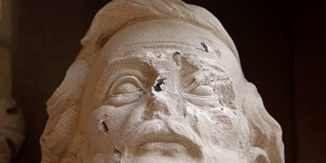 Damage is seen done to the face of a statue of Confederate commander General Robert E. Lee at Duke University's Duke Chapel in Durham, North Carolina, U.S. on August 17, 2017.  REUTERS/Jonathan Drake - RTS1C7GA