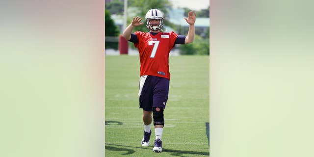 Tennessee Titans quarterback Zach Mettenberger, from LSU, warms up during the team's NFL football rookie minicamp on Friday, May 16, 2014, in Nashville, Tenn. (AP Photo/Mark Humphrey)