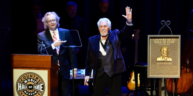 Country music star Kenny Rogers thanks the audience at the ceremony for the 2013 inductions into the Country Music Hall of Fame.