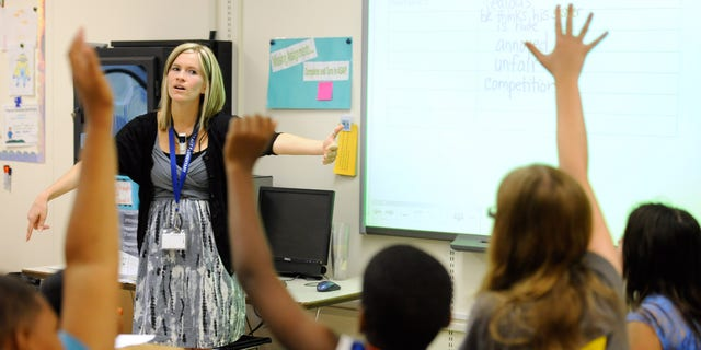 Amy Lawson, a fifth-grade teacher at Silver Lake Elementary School in Middletown, Del., teaches an English language arts lesson Tuesday, Oct. 1, 2013. The school has begun implementing the national Common Core State Standards for academics. (AP Photo/Steve Ruark)