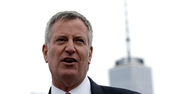 """New York City Mayor Bill de Blasio speaks during a dedication ceremony for """"Lunchbox"""", the first of eventually 20 new ferry boats of the 'NYC Ferry' service in Brooklyn, New York, U.S., April 17, 2017.  REUTERS/Mike Segar - RTS12NVG"""
