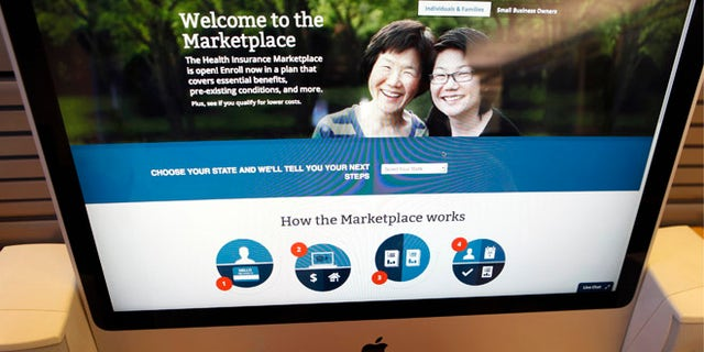 A man looks over the Affordable Care Act (commonly known as Obamacare) signup page on the HealthCare.gov website in New York in this October 2, 2013 photo illustration. The federal government's portal logged over 2.8 million visitors by afternoon October 2, largely in an attempt to sign up for Obamacare.  REUTERS/Mike Segar  (UNITED STATES - Tags: HEALTH SOCIETY POLITICS) - RTR3FIUH