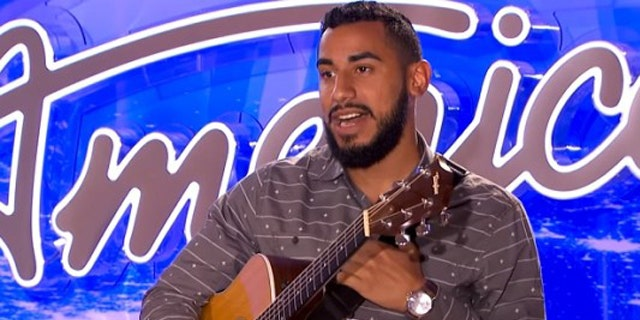 Manny Torres performs for the 'American Idol' judges (Fox)