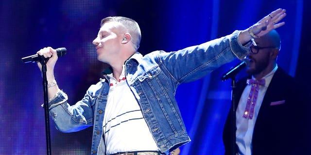 "Macklemore sang ""F--k Donald Trump"" to a crowd of 2,500 Saturday night at a show in Phoenix, Arizona."