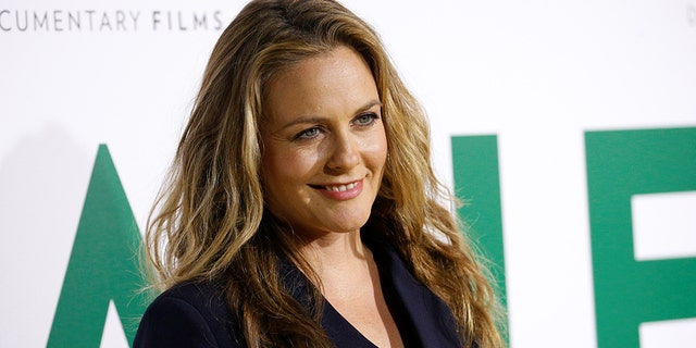 Actor Alicia Silverstone explained that she takes baths with her son and they bond over their mutual vegan diet.聽