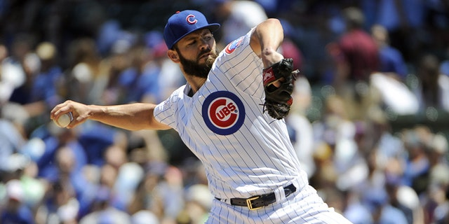CHICAGO, IL - JUNE 17: Jake Arrieta #49 of the Chicago Cubs pitches against the Pittsburgh Pirates during the first inning on June 17, 2016 at Wrigley Field in Chicago, Illinois. (Photo by David Banks/Getty Images)