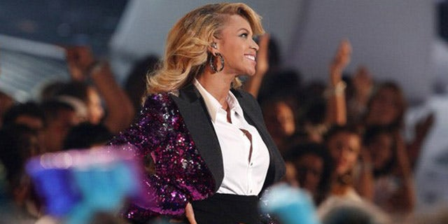 """Singer Beyonce shows her baby bump after performing """"Love On Top"""" at the 2011 MTV Video Music Awards in Los Angeles August 28, 2011."""