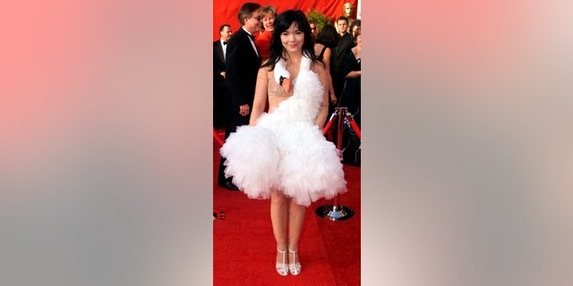 Icelandic pop singer Bjork turned heads when she wore a dress in the shape of a dead swan around her neck to the Oscars in 2001.