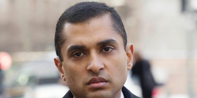 FILE- In this Feb. 6, 2014, file photo, Mathew Martoma, a former SAC Capital portfolio manager, arrives at federal court in New York. Attorney Paul Clement asked the 2nd U.S. Circuit Court of Appeals in Manhattan on Tuesday, May 9, 2017, to reverse the 2014 conviction of Martoma, who is serving a nine-year prison sentence after his conviction on securities fraud and conspiracy charges. (AP Photo/Mark Lennihan, File)