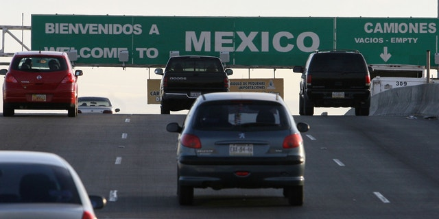 Cars leaving El Paso, Texas, and entering Juarez, Mexico, at the port of entry in 2008.