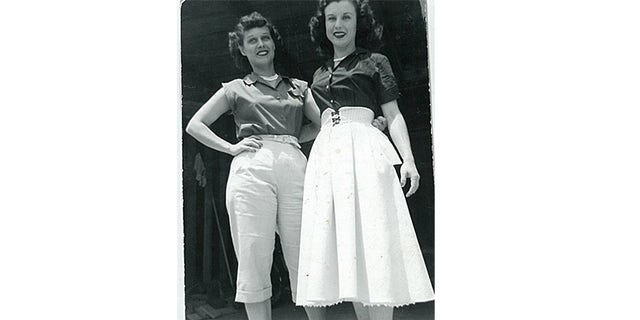 Elinor Otto (right) with her sister.