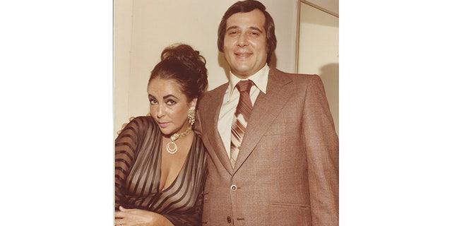 Eliot Weisman posing with Elizabeth Taylor.